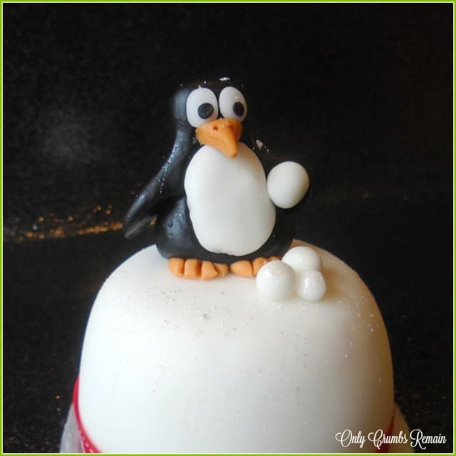 An easy to make fun fondant penguin.
