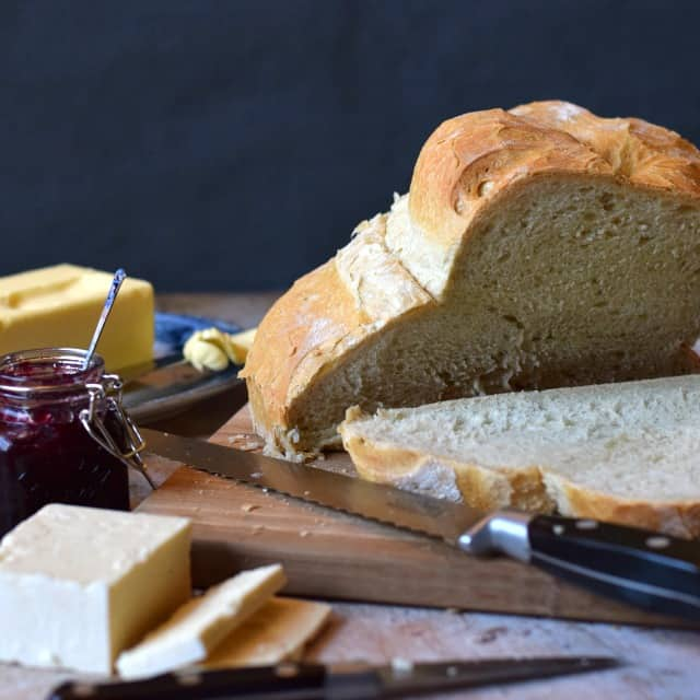 How to make a cottage loaf flavoured with pesto, perfect used in cheese sandwiches or with a tomato soup for instance.