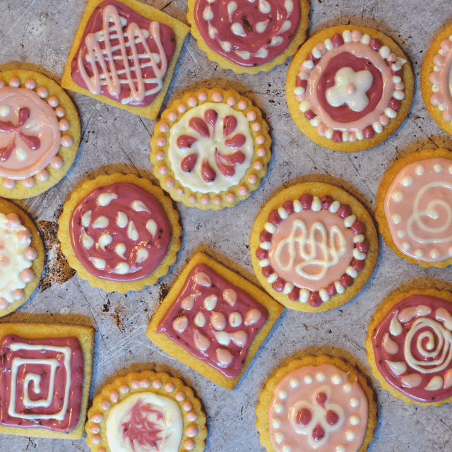How to make Iced biscuits with an additive free icing
